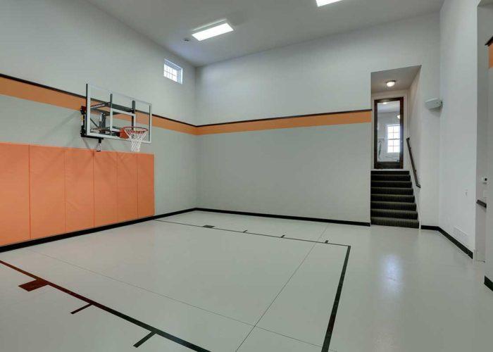 Indoor sport court with basketball hoop